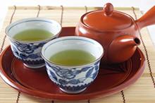 温かな緑茶を飲んで休憩します。